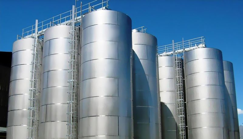 Why Do Factories Use Stainless Steel Tanks?